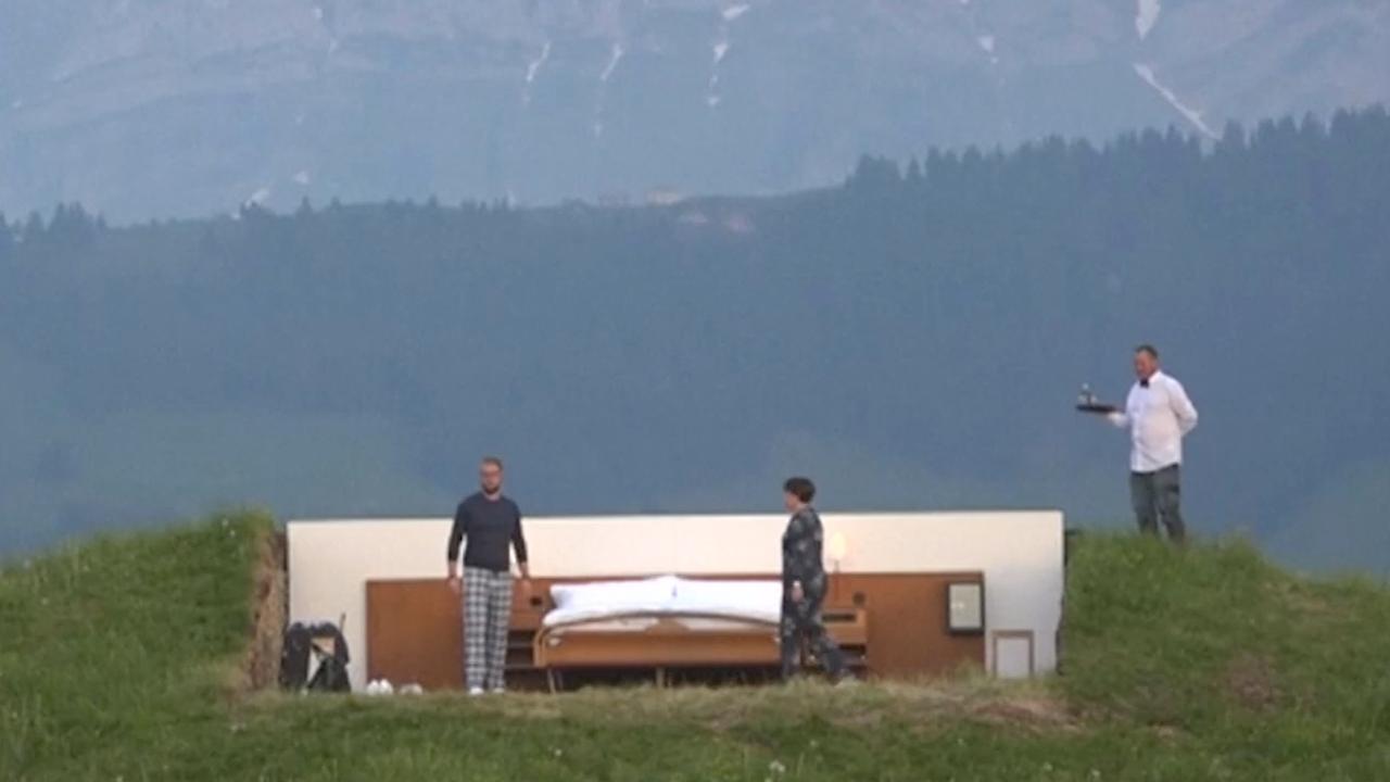 Nulsterrenhotel in buitenlucht Zwitserse Alpen opent 'deuren'