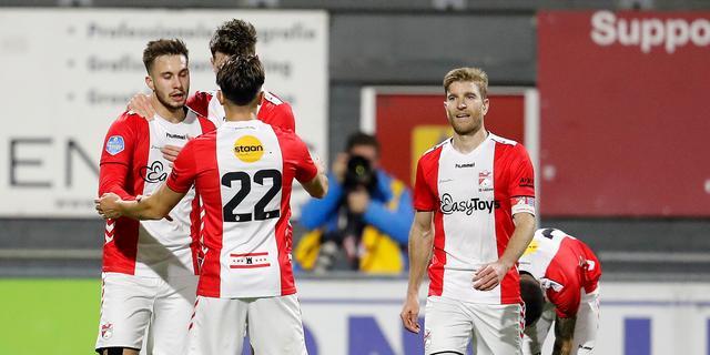 FC Emmen blij en opgelucht na eerste zege: 'De RBC-kaart kan eindelijk weg'
