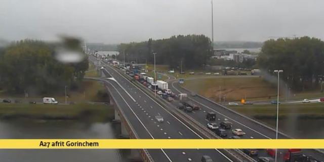 A27 naar Breda open na ongeluk tussen bus en motorrijder bij Werkendam