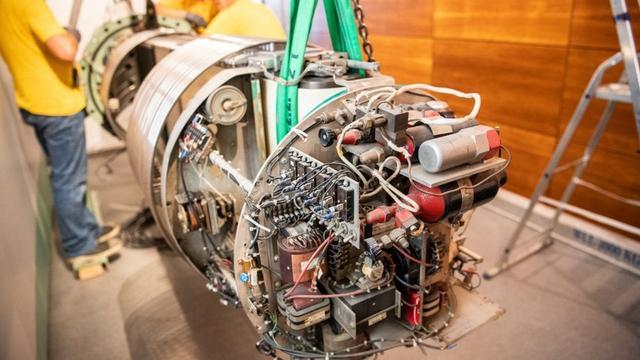 4.000 kilo zware Utrechtse deeltjesversneller 3MV verhuisd