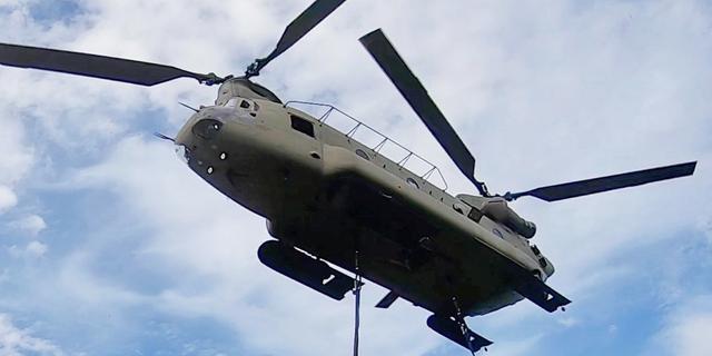 54 Amerikaanse helikopters vliegen van Eindhoven naar Rotterdam