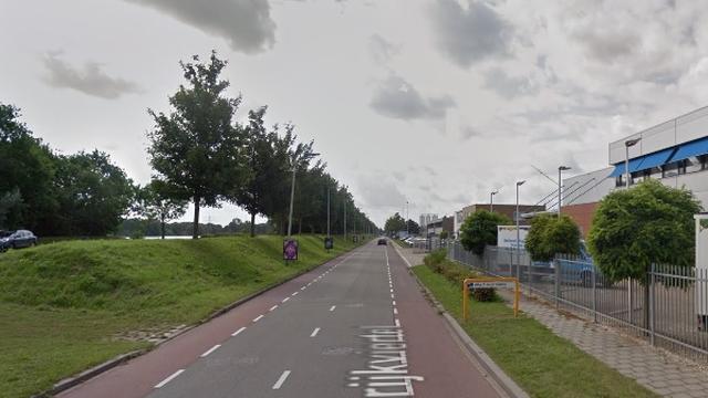 Automobilist overleden na botsing met vrachtwagen Strijkviertel