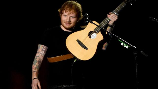 Ed Sheeran krijgt twee platina platen bij RTL Late Night