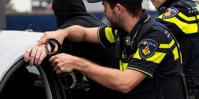 Overval met vuurwapen in Rotterdam-Hoogvliet, verdachte aangehouden