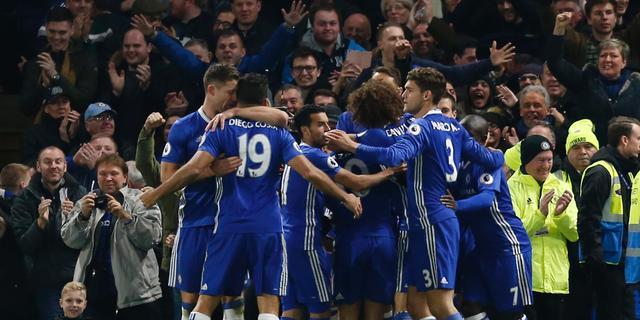 Koploper Chelsea verslaat Spurs, goals Fer bij spektakelstuk Swansea