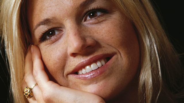 Máxima in 2001, een van de eerste portretfoto's. Ze is dan net verloofd met Willem-Alexander, die ze in 1999 ontmoette.