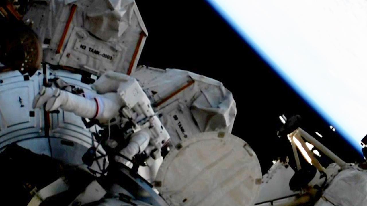 Astronauten maken ruimtewandeling buiten ISS