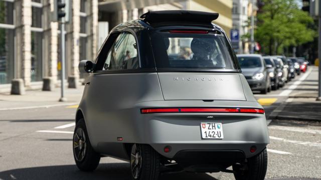 Hoewel geïnspireerd op de klassieke BMW Isetta, oogt de Microlino wel degelijk als een auto van deze eeuw.