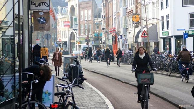 'Auto moet te gast zijn in vernieuwde Voorstraat'