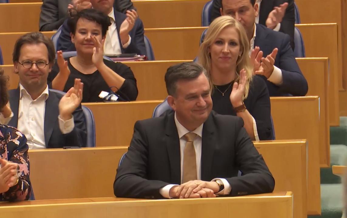 Langdurig applaus voor Roemer bij afscheid Kamer