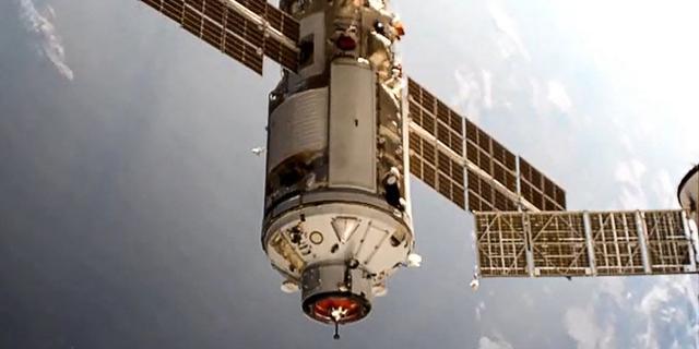 ISS kort uit balans nadat stuwmotoren Russische ruimtemodule ineens startten