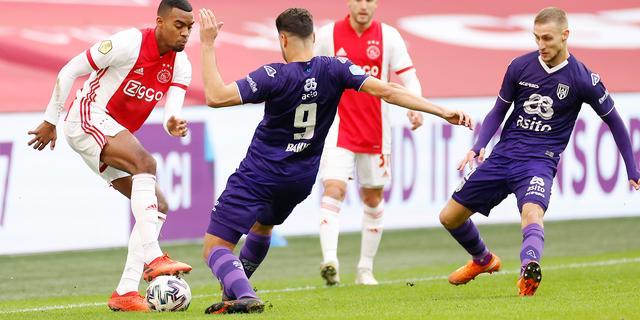 Zorgen bij Ajax over veld ArenA: 'Je kunt geen ijzer met handen breken'