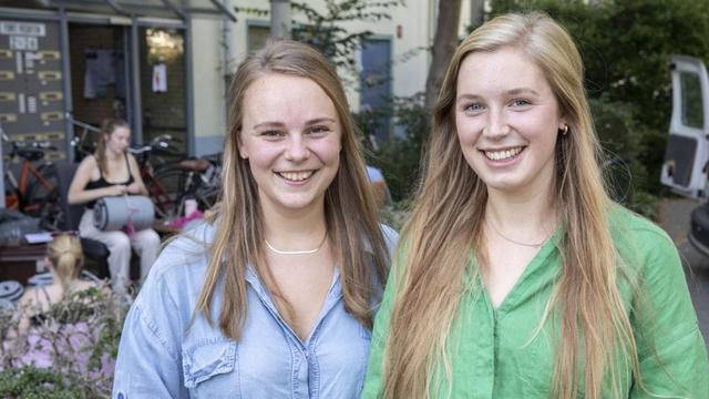 Utrechtse studenten halen geld op voor slaapzakken Griekse vluchtelingen