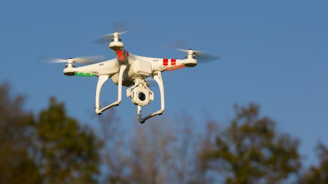 Minister Dekker heeft geen bezwaar tegen inzet 'wietdrones'