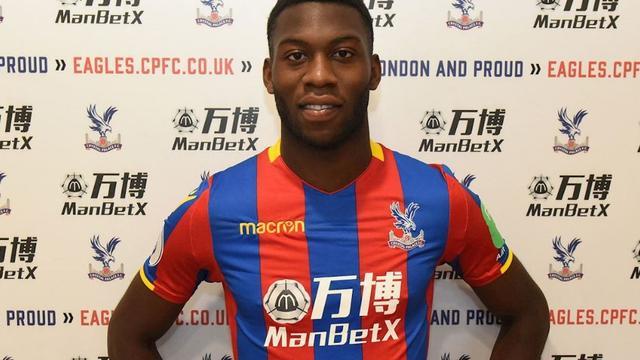 Crystal Palace huurt Fosu-Mensah voor één seizoen van Manchester United