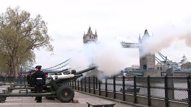 Saluutschoten in Londen ter viering geboorte prins