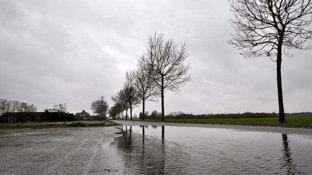 Weerbericht: Onstuimige zondag met veel wind en regen