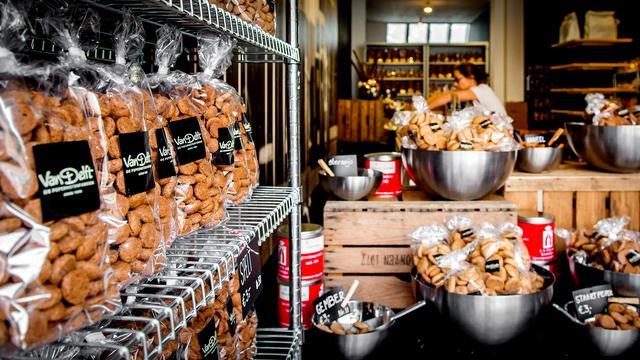 Pepernotenwinkel geopend aan Vismarkt in Utrecht