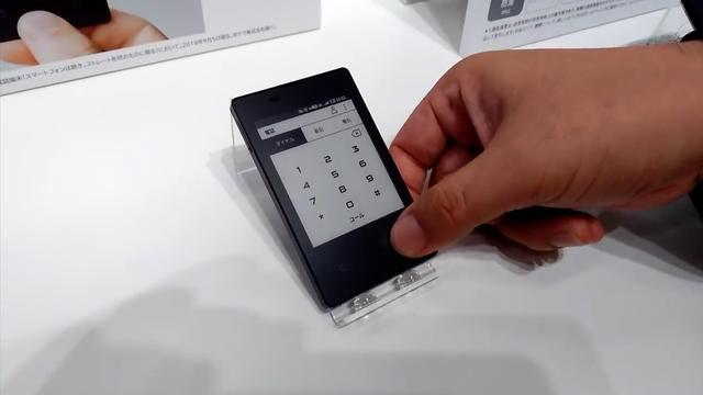Japans bedrijf ontwikkelt dunste telefoon ter wereld