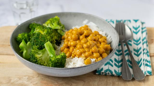 Recept: Zo maak je kikkererwtencurry met maar vijf ingrediënten