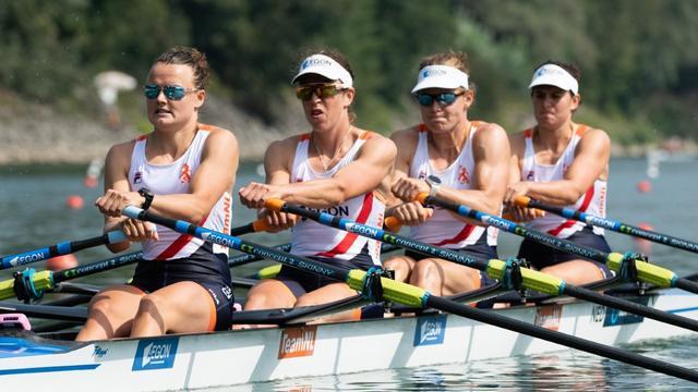 Roeisters dubbelvier stellen olympisch ticket veilig op WK