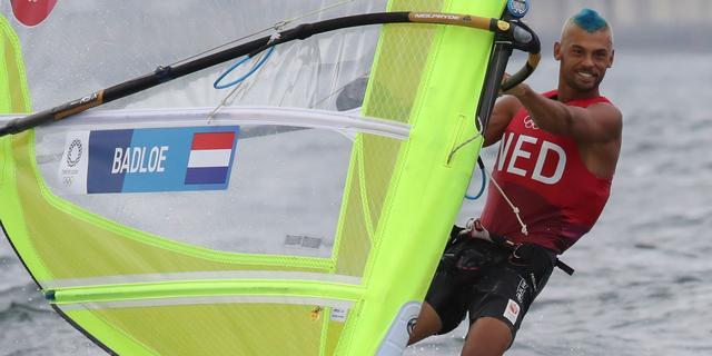 Windsurfer Badloe revancheert zich voor diskwalificatie en herovert leiding