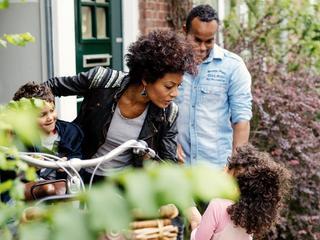 Veel starters geven aan last te hebben van de krappe woningmarkt en mede hierdoor het zoeken naar een woning uit te stellen