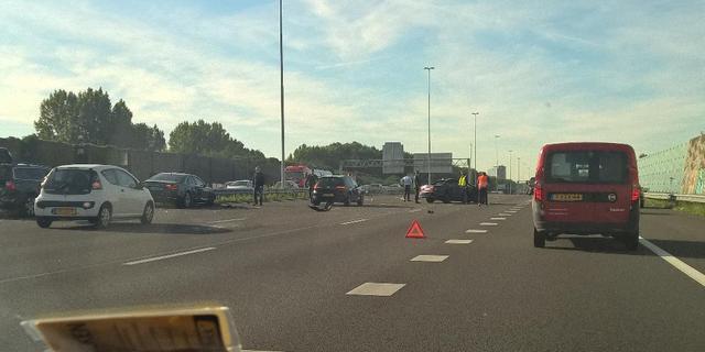 A2 bij Nieuwegein enige tijd afgesloten na ongeval met meerdere voertuigen
