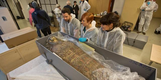 Poolse wetenschappers ontdekken voor het eerst zwangere mummie