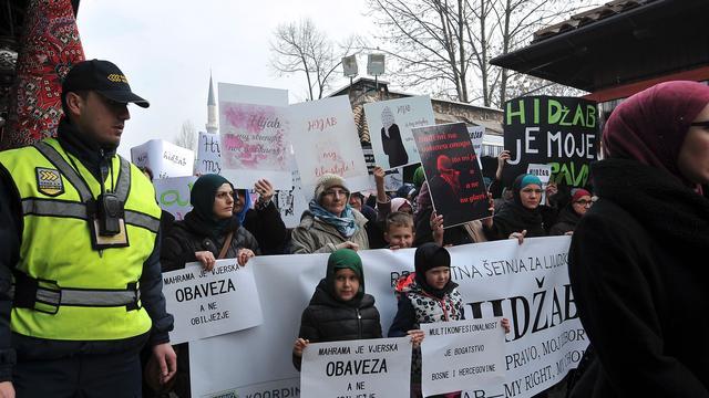 Bosnische vrouwen boos om 'hidjabverbod'