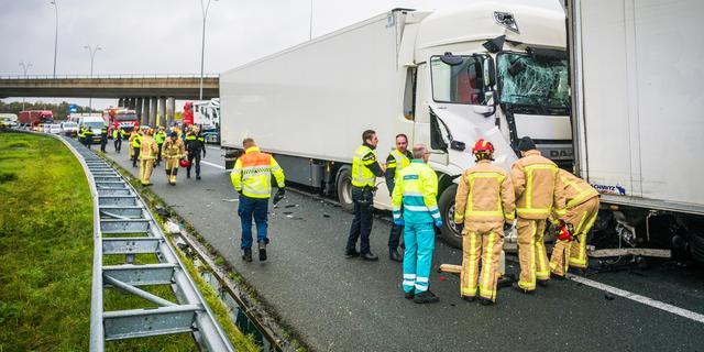 Vrouw en baby naar ziekenhuis gebracht na ongeval A2
