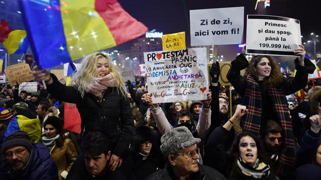 Opnieuw tienduizenden Roemenen de straat op tegen machtsmisbruik