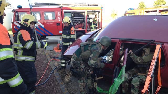Mariniers oefenen samen met hulpdiensten in Brouwershaven