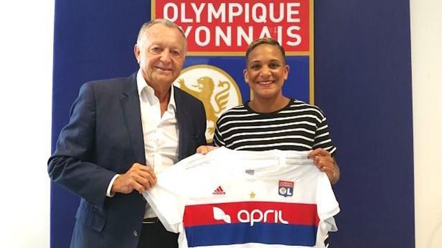 Van de Sanden verlaat Liverpool en maakt 'droomtransfer' naar Lyon