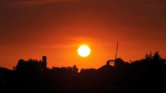Slaapritme stadsbewoners ondanks kunstlicht sterk beïnvloed door zon