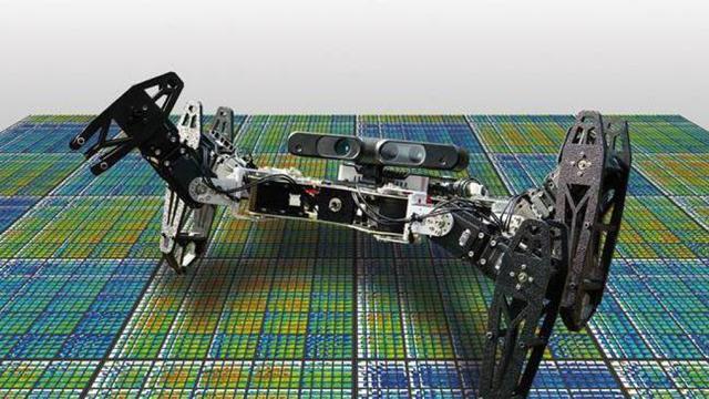 Robot leert anders lopen na beschadiging