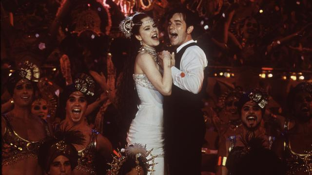 Moulin Rouge gaat het theater in