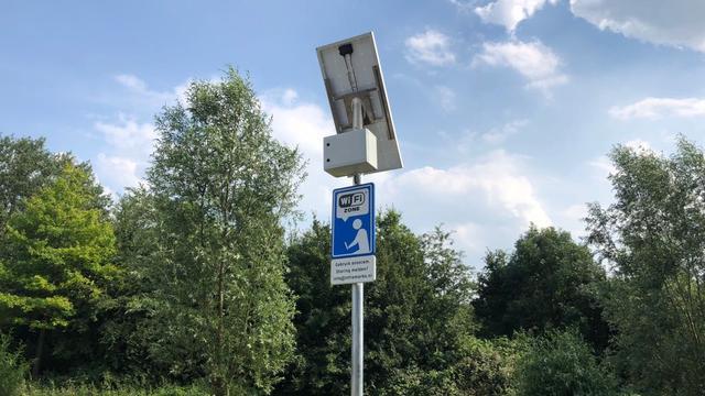 Wifi-hotspot op zonne-energie geplaatst bij skatebaan De Tol in Vleuten