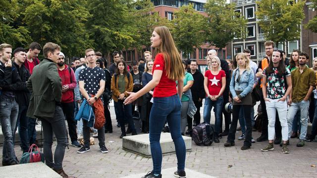 Studenten bezetten trap Academiegebouw voor betere huisvesting