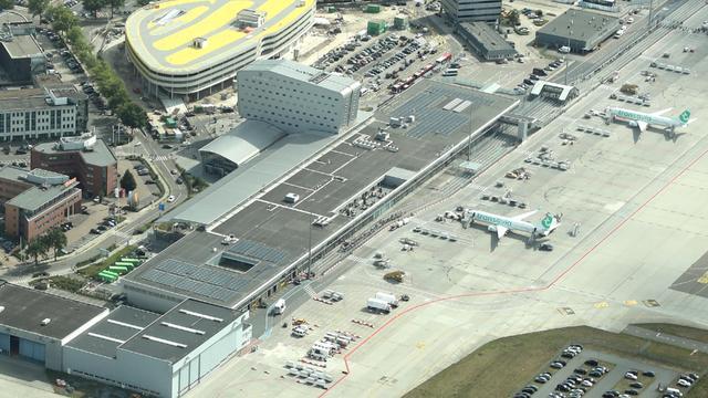 'Onderbrekingen in vliegverkeer Eindhoven Airport door personeelstekort'