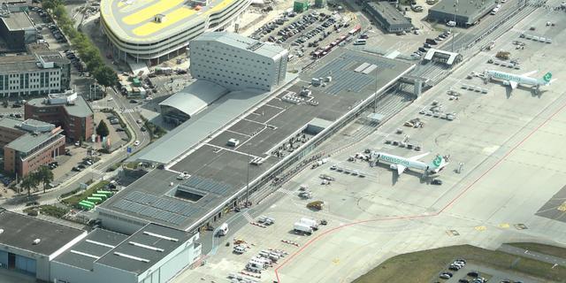 Parkeergarage bij Eindhoven Airport afgesloten na val stuk betonplaat