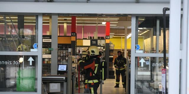 Brandweer rukt uit voor kortsluiting in bouwmarkt Van Foreestlaan