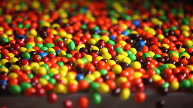 Mars haalt kunstmatige kleurstoffen uit snoep en chocola