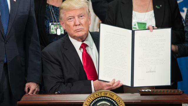 'Trump krijgt begroting voor omstreden muur op grens met Mexico niet rond'