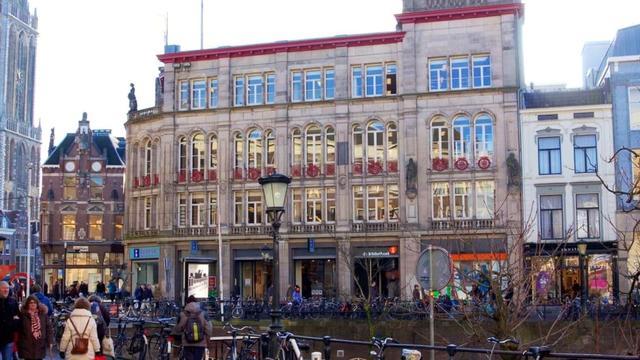 Gemeente verkoopt pand Stadhuisbrug mét Broese