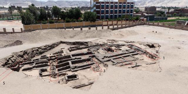 Vijfduizend jaar oude resten van bierbrouwerij gevonden in Egypte