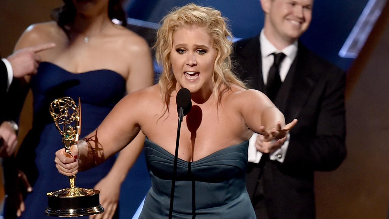 Amy Schumer neemt award voor beste tv-sketch-serie in ontvangst