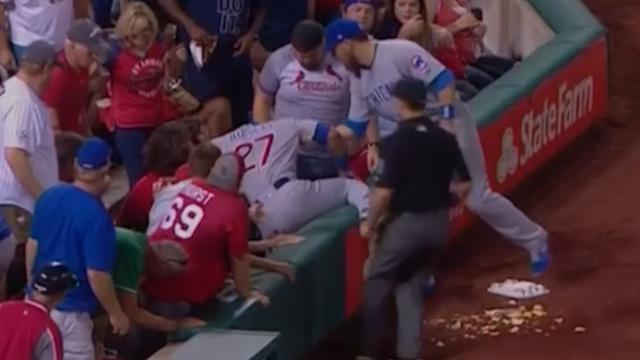 Honkballer Chicago Cubs trakteert fan na omgooien nacho's