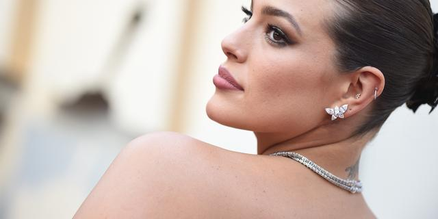 Model Ashley Graham is bevallen van haar eerste kind