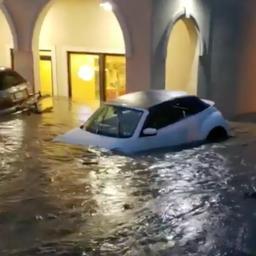 Auto's drijven van parkeerplaats Pennsylvania na hevige regenval